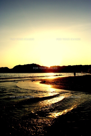 sunset of Yuigahama beachの素材 [FYI00180818]