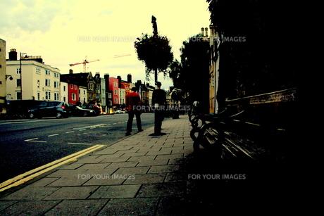 オックスフォードの街を歩くの写真素材 [FYI00180826]