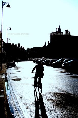 雨上がりのサイクリングの写真素材 [FYI00180839]