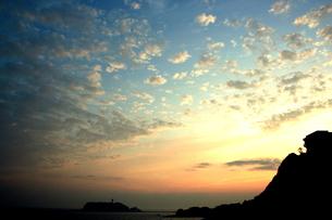 片瀬の夕焼けの写真素材 [FYI00180856]