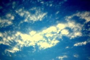 雲をちりばめた空の素材 [FYI00180870]