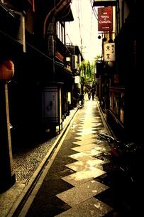 先斗町の裏路地の写真素材 [FYI00180878]
