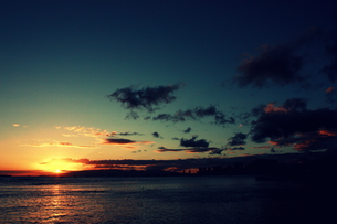 太平洋に沈む夕日の素材 [FYI00180889]