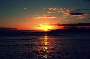 ワイキキビーチのサンセットの写真素材 [FYI00180902]