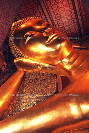 ワット・ポーの涅槃仏の写真素材 [FYI00180935]