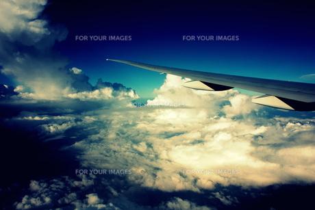 マレーシア、クアラルンプール行きの空の写真素材 [FYI00180954]