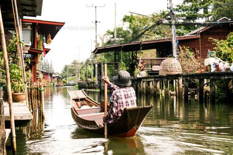 タイの水上で暮らすの写真素材 [FYI00180955]