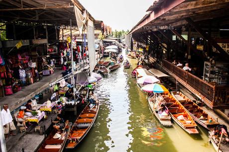 タイのダムヌンサドゥアック水上マーケットの素材 [FYI00180968]