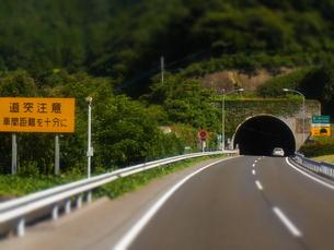 高速道路のトンネルの素材 [FYI00181101]