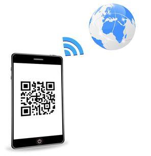 スマートフォンと2次元バーコードの写真素材 [FYI00181310]
