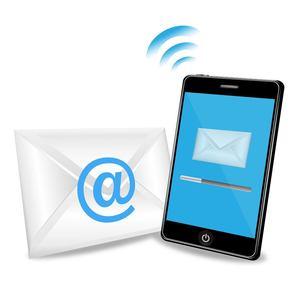 スマートフォンでメール送信の写真素材 [FYI00181335]