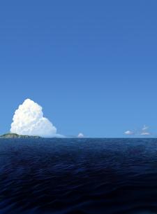 濃い青色の海と遠くの島の写真素材 [FYI00181722]