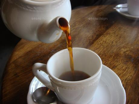 コーヒーを注ぐの写真素材 [FYI00186176]