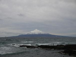 初冬の利尻山の写真素材 [FYI00186443]