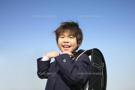 小学校に入学する男の子の写真素材 [FYI00186459]