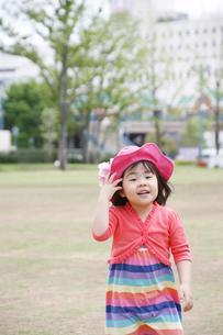 公園の女の子の写真素材 [FYI00186504]