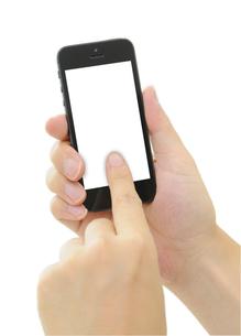 スマートフォンを持つ手の写真素材 [FYI00186508]