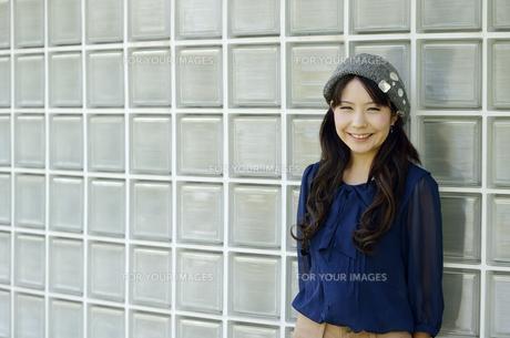 笑顔の女性の写真素材 [FYI00187359]