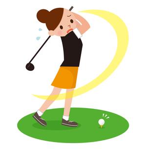 ゴルフで空振りをする女性の写真素材 [FYI00187689]