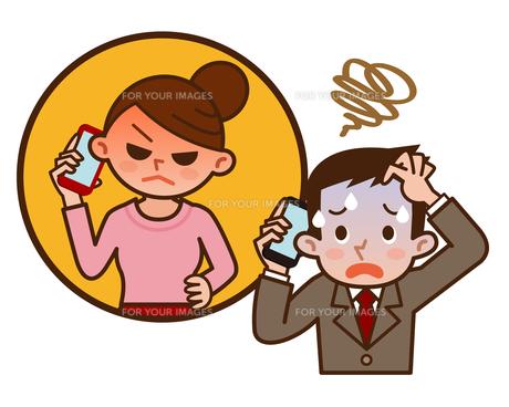 スマートフォンで会話する夫婦の写真素材 [FYI00187781]