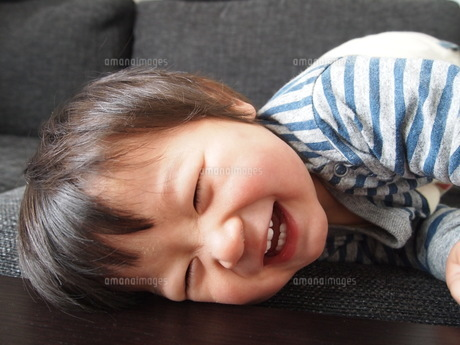 笑顔の男の子の写真素材 [FYI00187884]