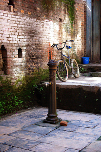 消火栓と自転車の写真素材 [FYI00188126]