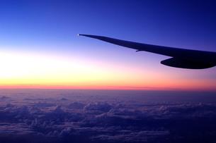夕焼けの雲海の素材 [FYI00188371]