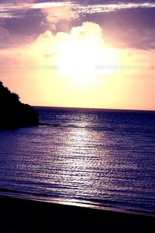 夕焼けのビーチの素材 [FYI00188374]