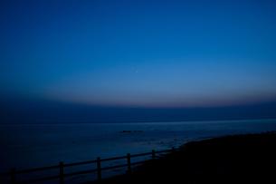 日本海と一番星の写真素材 [FYI00189187]