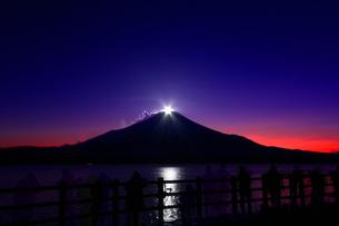 ダイヤモンド富士〜夕景〜の写真素材 [FYI00189821]