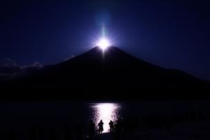 ダイヤモンド富士の写真素材 [FYI00189827]
