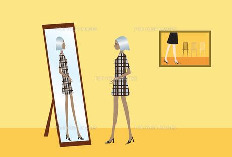 鏡の前の女性の素材 [FYI00189900]