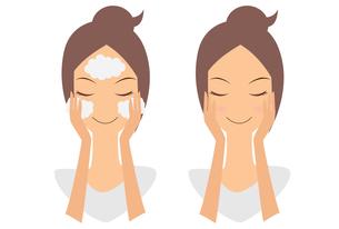 洗顔をする女性の素材 [FYI00189923]