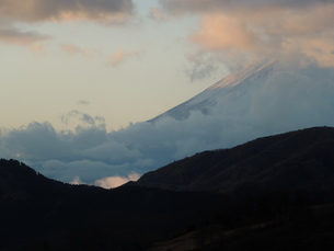 山を隠す雲の写真素材 [FYI00190610]