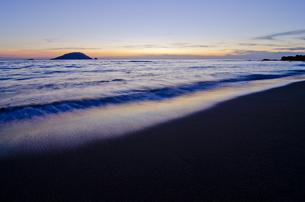 玄海島と砂浜の写真素材 [FYI00191148]