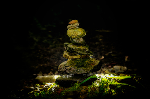 積まれた石の写真素材 [FYI00191828]