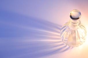 瓶と光の写真素材 [FYI00191871]