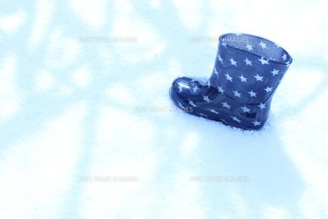 子供の長靴の写真素材 [FYI00191900]