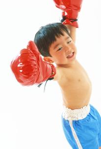 子供  ボクサー チャレンジの写真素材 [FYI00192791]