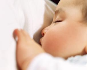 赤ちゃん 寝顔の写真素材 [FYI00192794]