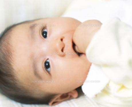 赤ちゃん 笑顔の写真素材 [FYI00192803]
