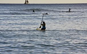ワイキキビーチの夕方。の写真素材 [FYI00192880]