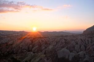 トルコ カッパドキア レッドバレーの夕日の写真素材 [FYI00192895]