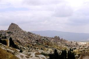 トルコ カッパドキア 岩山と家の写真素材 [FYI00192898]