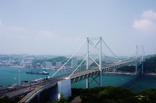 春の関門橋の写真素材 [FYI00193132]