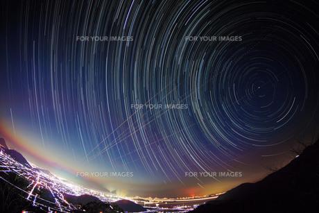 夜に向かう瀬戸内の写真素材 [FYI00193199]