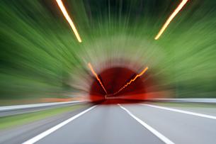 トンネルの入口の写真素材 [FYI00193254]