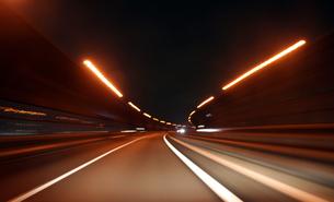 夜のハイウェイの写真素材 [FYI00193255]