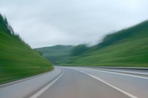 高速道路のドライブの写真素材 [FYI00193259]