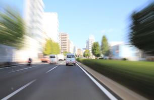 交通イメージ 東京の道路を走行する車の写真素材 [FYI00193302]